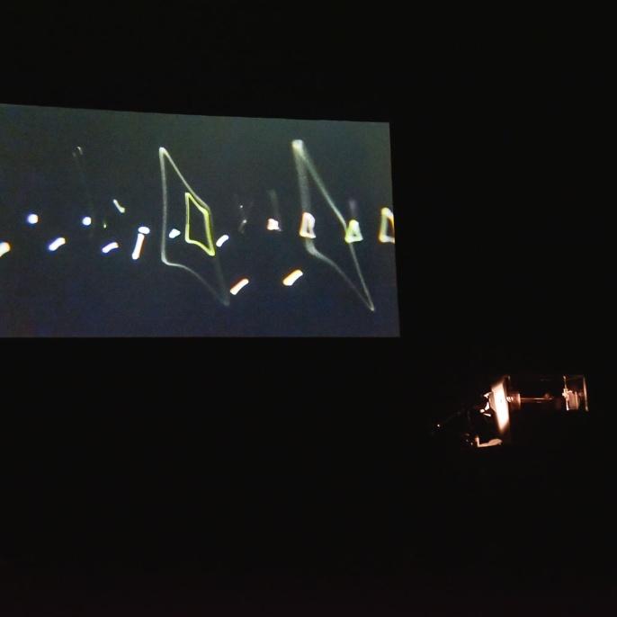 Tanz von geladenen Kügelchen in der Ionenfalle